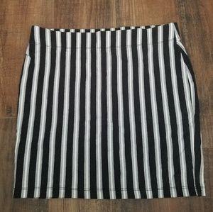 Forever21 med. black and white striped mini skirt